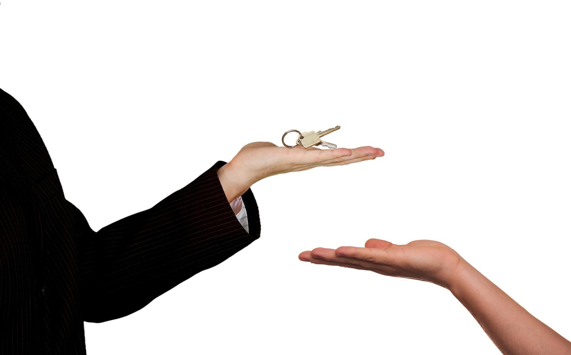 Darowizna mieszkania – umowa, podatek, zwolnienia z podatku